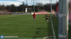 Enlace a GIF: Douglas Costa y su sorprendente gol en el entrenamiento