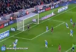 Enlace a GIF: Gol de Piqué para poner el tercero en el marcador