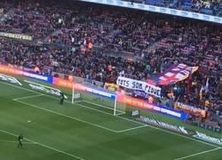 Enlace a Pancarta del Camp Nou apoyando a Piqué