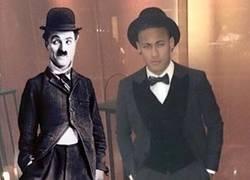 Enlace a Parecidos razonables con el traje de Neymar