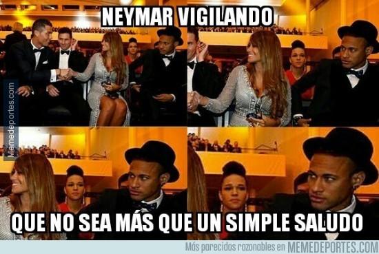 780100 - Neymar atento a cada jugada