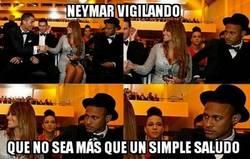 Enlace a Neymar atento a cada jugada
