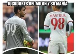 Enlace a Jugadores del Milan y su manía de meter el año como dorsal