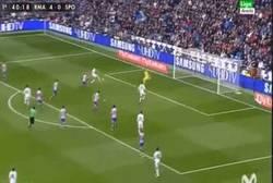 Enlace a GIF: Benzema marca el quinto y hace su doblete