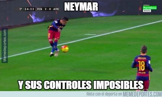 785296 - La habitual magia de Neymar controlando el balón