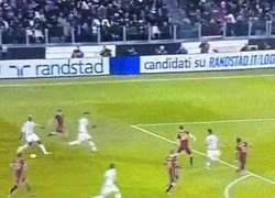 Enlace a GIF: La combinación de Pogba y Dybala ante la Roma