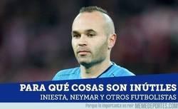 Enlace a Cristiano, Neymar, Iniesta y otros cracks confiesan para qué cosas son inútiles