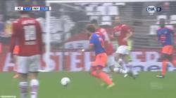 Enlace a GIF: Golazo desde 30 metros en la liga de Holanda