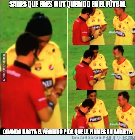 793035 - Todo el mundo quiere a Ronaldinho