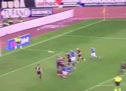 Enlace a GIF: El golazo de Insigne que remontaba el partido ante el Empoli