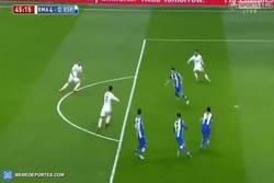 Enlace a GIF: Golaaaaaazo de Cristiano contra el Espanyol. ¡¡Ay mi madre el bicho!!