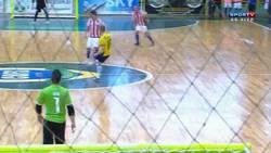Enlace a GIF: Menudo golazo de Brasil en el fútbol sala