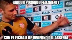 Enlace a Giroud posando felizmente con el nuevo fichaje del Arsenal