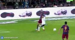 Enlace a GIF: Espectacular jugada del Barça que acaba con gol de Suárez.