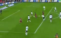 Enlace a GIF: Golaaaaaazo de Messi. Vaya jugada. Increíble