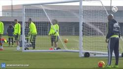 Enlace a GIF: El golazo que se marca Ramos en el entrenamiento, dejando roto a Carvajal