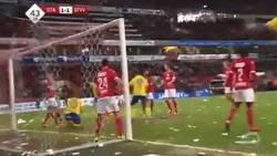 Enlace a GIF: El error de Victor Valdés con Standard Lieja en la liga belga