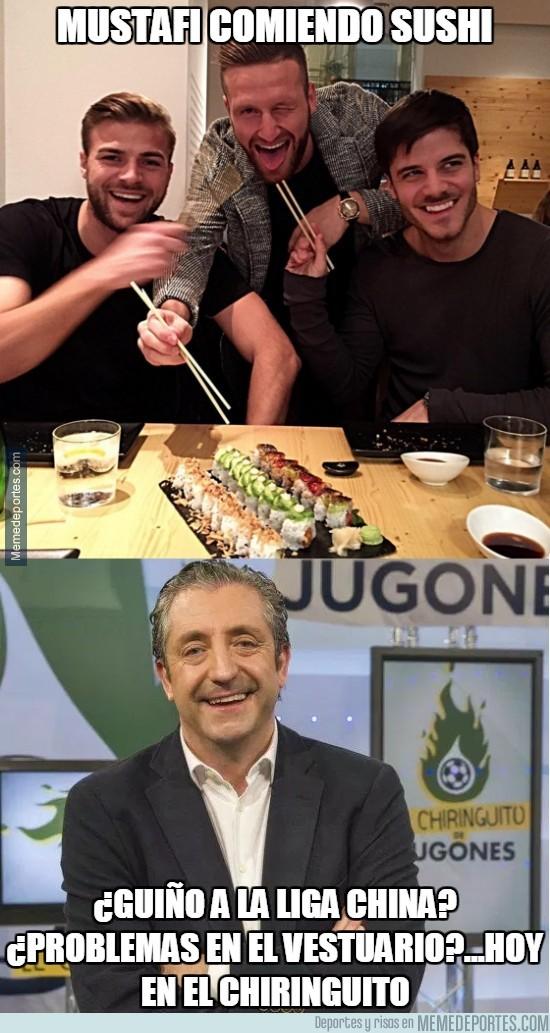 801353 - Mustafi comiendo sushi