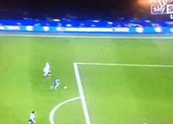 Enlace a GIF: El Chelsea sigue imparable y marcan el cuarto gol. Doblete de Pedro