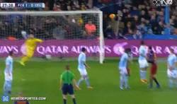 Enlace a GIF: Vaya barbaridad de GOLAZO de falta de Messi frente al Celta de Vigo
