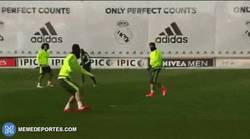Enlace a GIF: Ese momento en que hasta Sergio Ramos hace golazos en entrenamientos