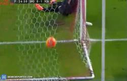 Enlace a GIF: Goooolazo de Messi. Su histórico gol 300, ¡ya es suyo!