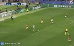 Enlace a GIF: Golaaaaaazo de Cristiano a la Roma