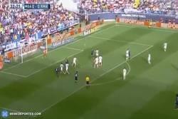 Enlace a GIF: Gol de Cristiano Ronaldo en fuera de juego clarísimo