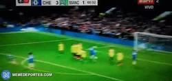Enlace a GIF: El golazo de falta de Hazard al Manchester City