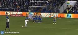Enlace a GIF: Golazo de tiro libre de Mata en la FA Cup