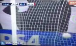 Enlace a GIF: Robben marca su ya gol típico de siempre frente a la Juventus