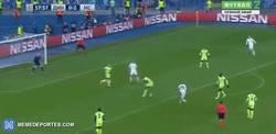Enlace a GIF: Gol de Buyalskiy para recortar distancias ante el City