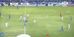Enlace a GIF: ¡Brutal! Fernando Gago y sus caños en Libertadores