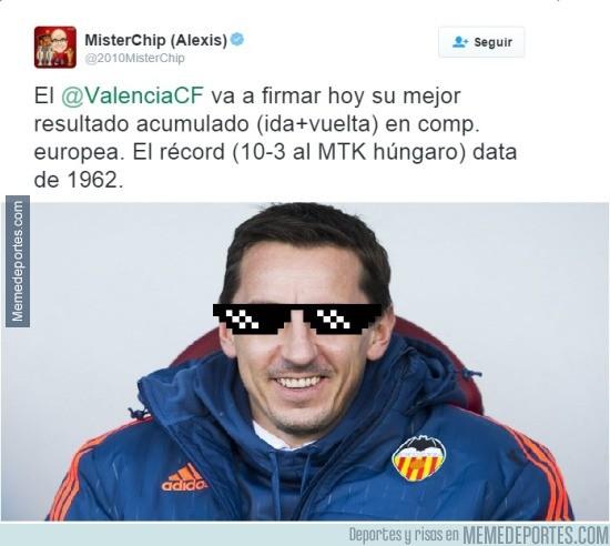 809848 - Neville hace historia con el Valencia en Europa