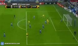 Enlace a GIF: Gooool de Aubameyang tras una enorme parada de Casillas...