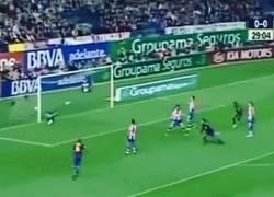 Enlace a Vintage: Hoy hace 8 años el último gol de Ronaldinho con el FC Barcelona