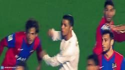 Enlace a GIF: Otra agresón de Cristiano Ronaldo que queda impune