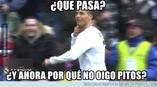 815898 - Cristiano callando bocas en el Bernabéu