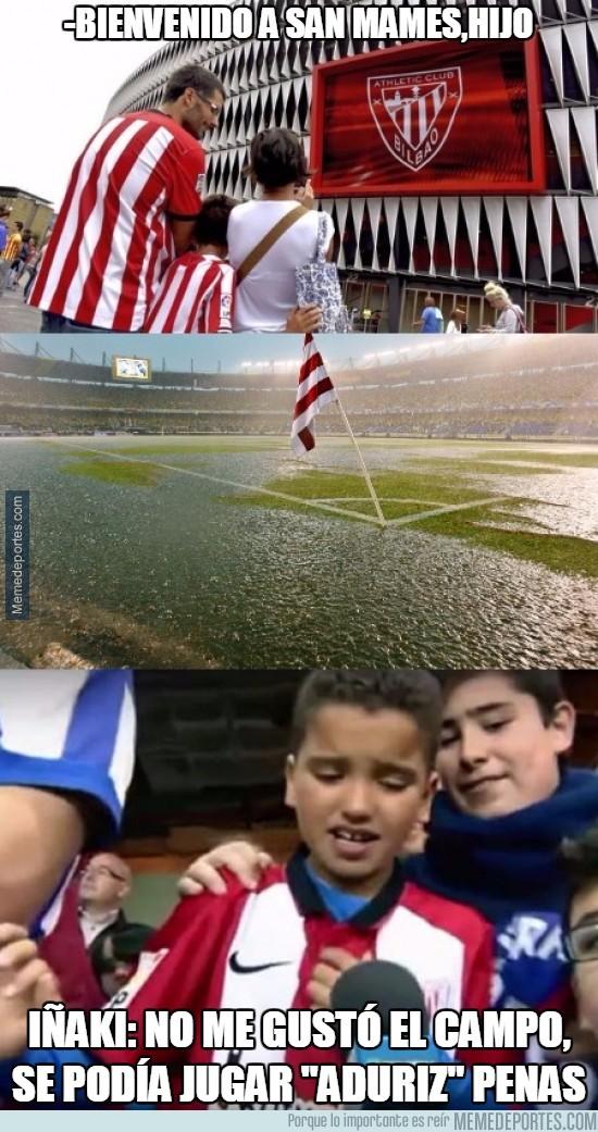 818806 - Imposible jugar a fútbol así...