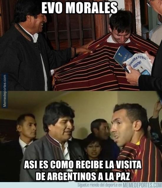 818952 - Evo Morales siempre le pone el mismo poncho a las visitas argentinas