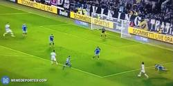 Enlace a GIF: Pero qué GOLAZO, gran jugada armaron Juan Guillermo Cuadrado y Paulo Dybala. Una JOYA de gol.