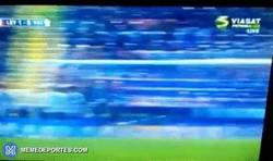 Enlace a GIF: Gol de Rossi para el Levante frente al Valencia