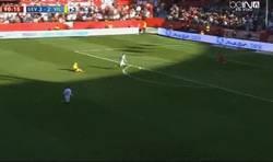 Enlace a GIF: Gol de Reyes que hace el cuarto para el Sevilla