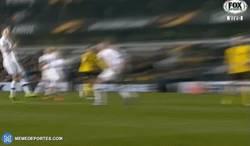 Enlace a GIF: Gooool de Aubameyang frente al Tottenham