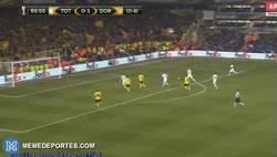 Enlace a GIF: ¡Gol de Aubameyang que pone el 0-2!