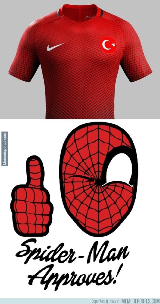 822713 - La nueva camiseta de la selección de Turquía, a Spiderman le gusta esto