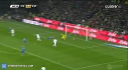 Enlace a GIF: El gol de Insigne que abre el marcador