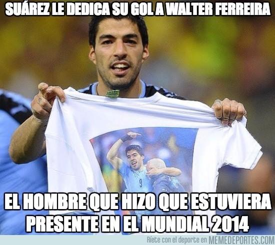 827019 - Suárez le dedica su gol a Walter Ferreira