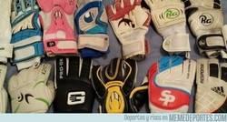 Enlace a Los guantes de fútbol usados por los mejores porteros de la historia según la IFHSS