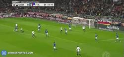 Enlace a GIF: Golazo de Toni Kroos ante Italia